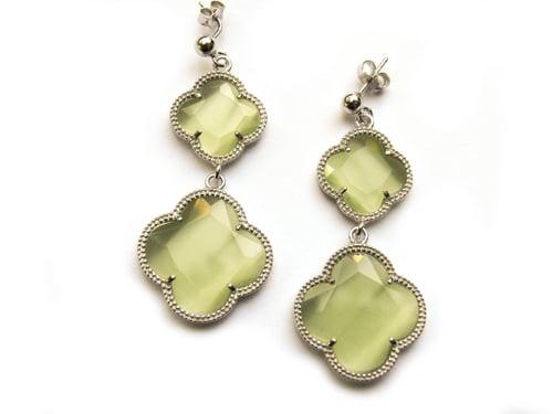 oorringen oorbellen in zilver groene stenen klavers bloemen
