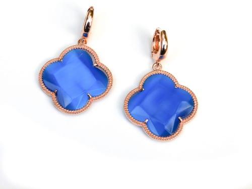 oorringen oorbellen in zilver roosgoud verguld met gekleurde kobaltblauwe stenen klaver bloem