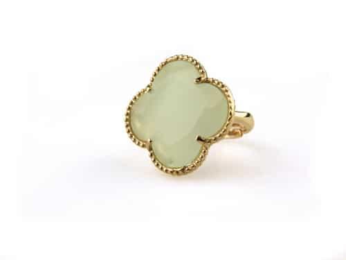 ring in zilver roosgoud verguld met licht blauwe steen klaver bloem