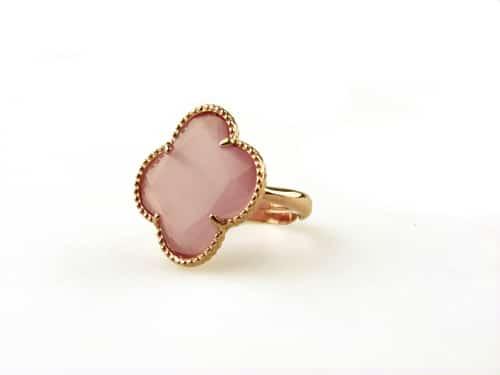 ring in zilver roosgoud verguld met roze steen klaver bloem