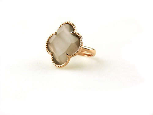 ring in zilver roosgoud verguld met grijze steen klaver bloem