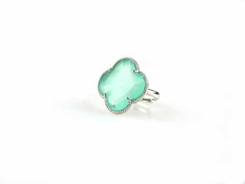 ring in zilver gekleurde steen munt groene klaver bloem