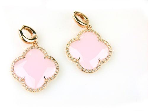 oorringen oorbellen in zilver roosgoud verguld gezet met gekleurde roze steen klaver bloem en cubic zirconia