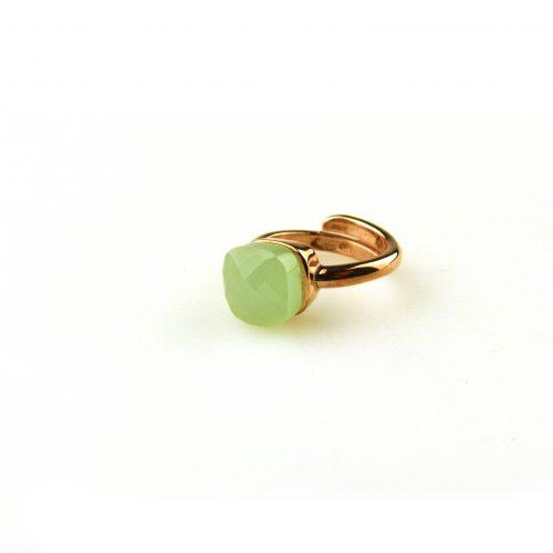 ring in zilver roosgoud verguld gezet met groene steen