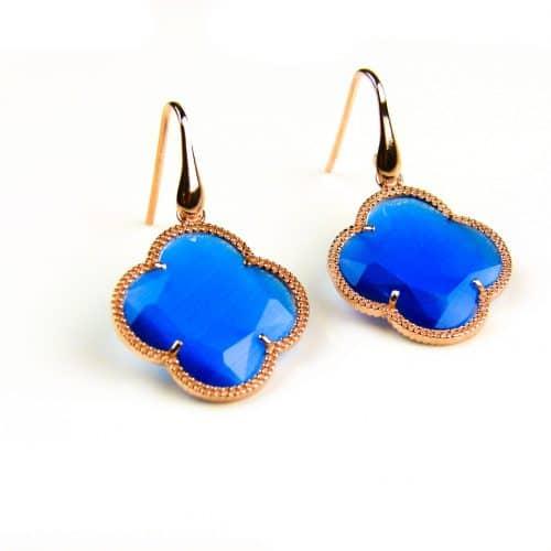 oorringen oorbellen in zilver roosgoud verguld met kobalt blauwe steen klaver bloem