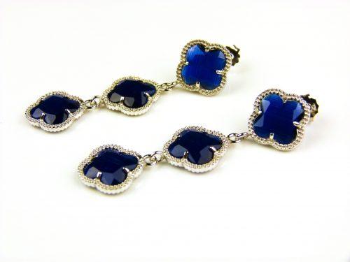 oorringen oorbellen in zilver donker blauwe steen klaver bloem