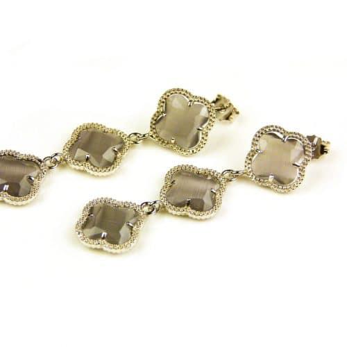 oorringen oorbellen in zilver grijze steen klaver bloem
