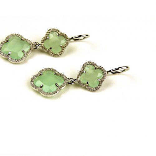 oorringen oorbellen in munt groene steen klaver bloem