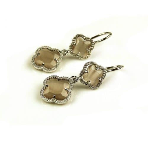 oorringen oorbellen in bruine steen klaver bloem