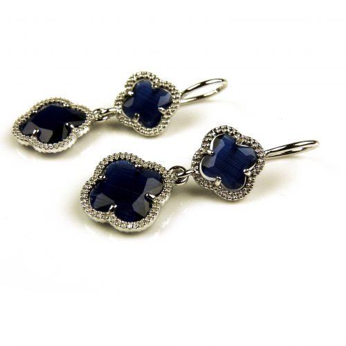 oorringen oorbellen in donker blauwe steen klaver bloem