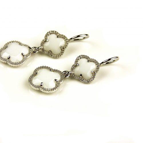 oorringen oorbellen in zilver witte steen klaver bloem