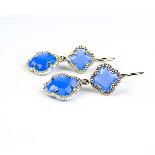 oorringen oorbellen in zilver jeans blauwe steen klaver bloem