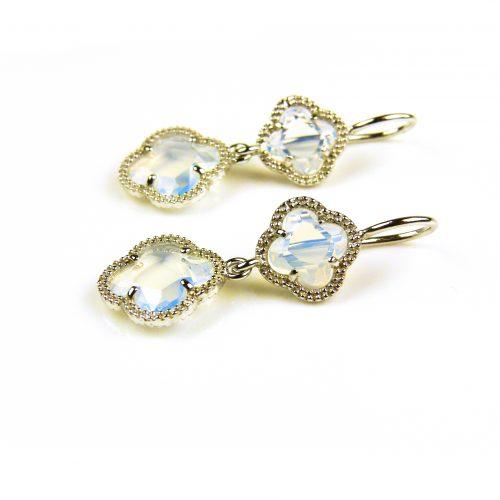 oorringen oorbellen in zilver opaal kleurige steen klaver bloem