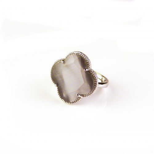 zilveren ring grijze steen klaver bloem