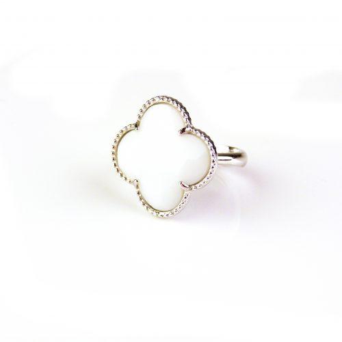 zilveren ring witte steen klaver bloem