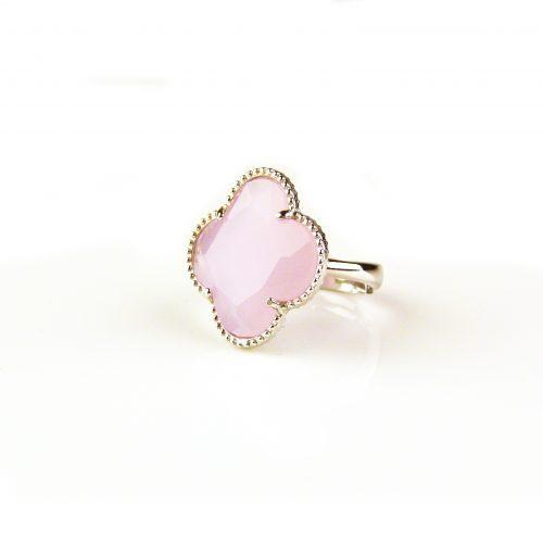 zilveren ring licht roze steen klaver bloem