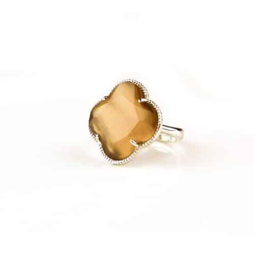 zilveren ring bruine taupe steen klaver bloem