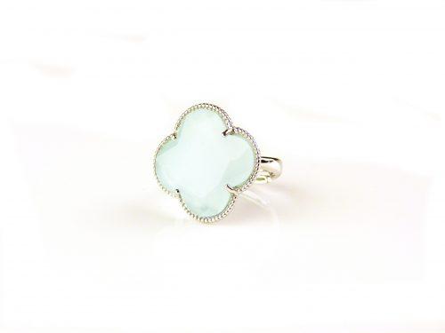 zilveren ring licht blauwe steen klaver bloem