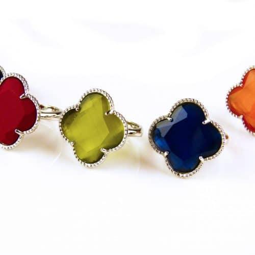 zilveren ring gekleurde steen klaver bloem