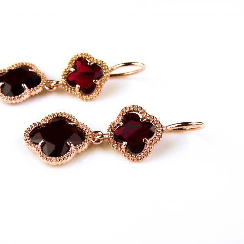 zilveren oorbellen oorringen roosgoud verguld met rode klavers bloemen