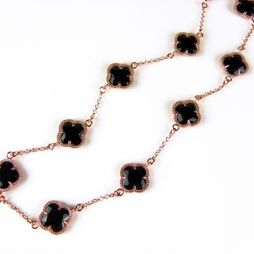 ketting in zilver roos goud verguld met zwarte gekleurde stenen klavers bloemen