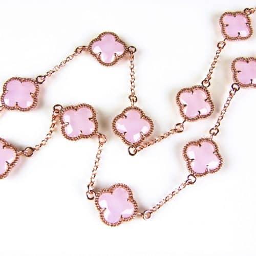 ketting in zilver roos goud verguld met roze gekleurde stenen klavers bloemen