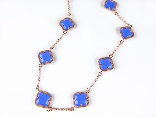 ketting in zilver roos goud verguld met jeans blauwe gekleurde stenen klavers bloemen