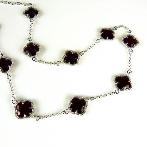 zilveren ketting gekleurde stenen zwarte bloemen klaver