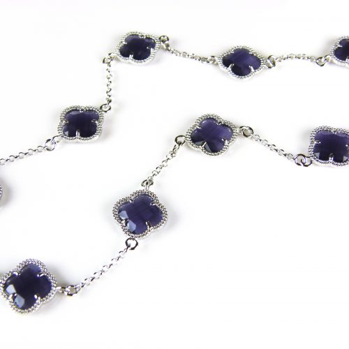 zilveren ketting gekleurde stenen paarse bloemen klaver