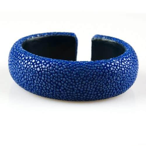 bracelet en cuir de raie galuchat 20 mm large couleur saphir