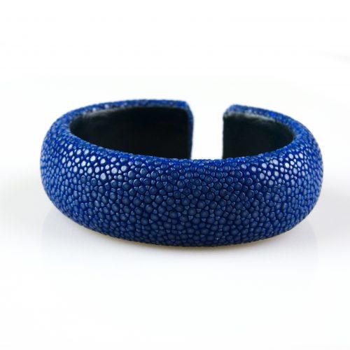 armband in roggeleder roggenhuid 20 mm breed kleur blauw