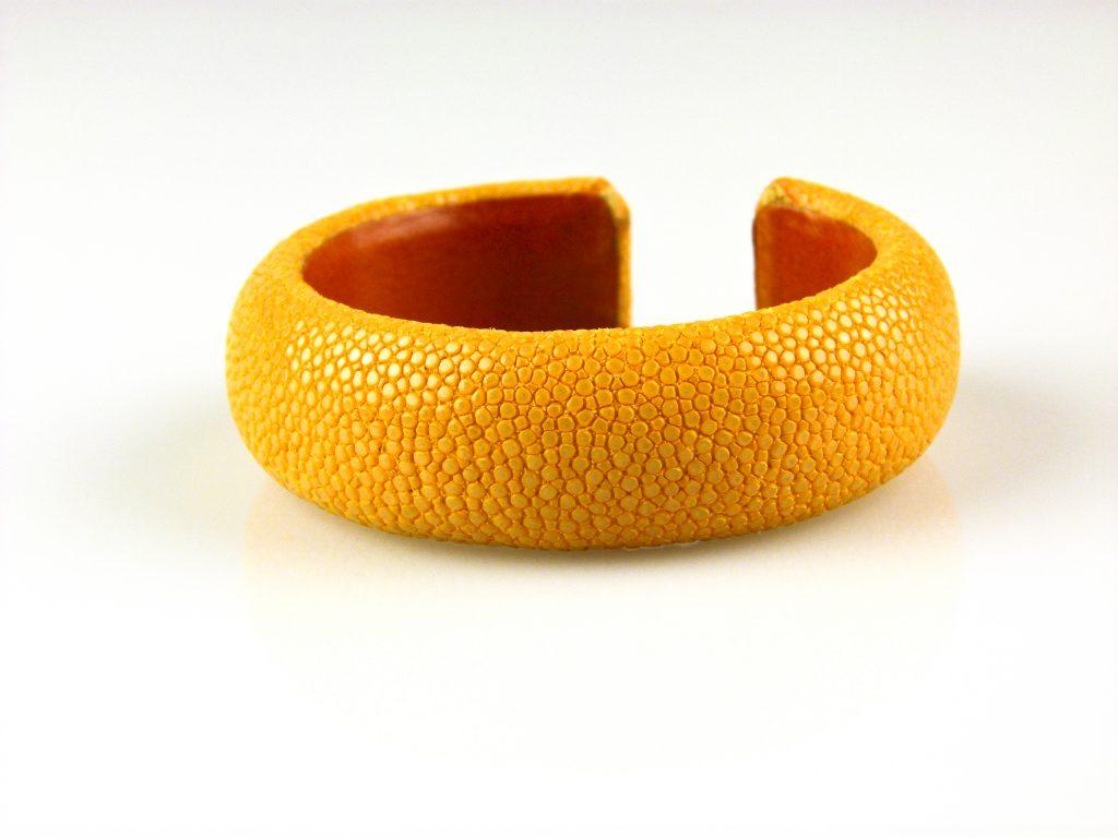 armband in roggeleder roggenhuid 20 mm breed kleur geel