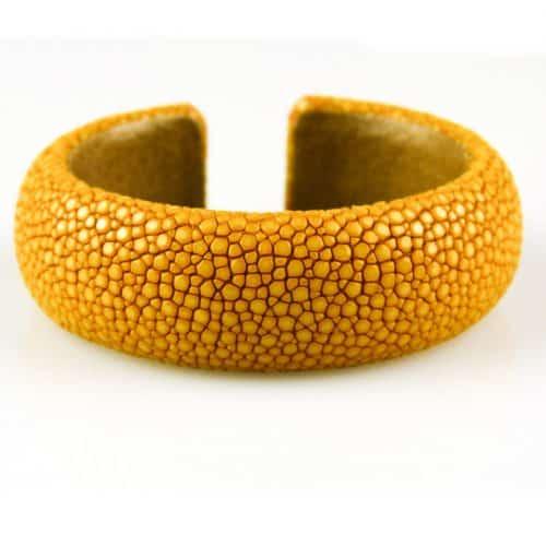 bracelet en cuir de raie galuchat 20 mm large couleur saffran