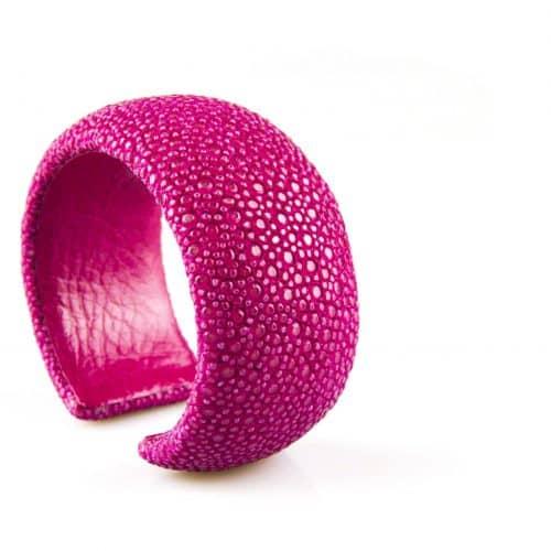 bracelet en cuir de raie galuchat 30 mm large couleur fushia