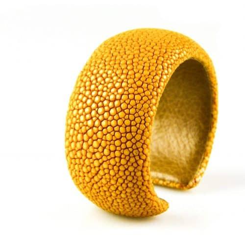 bracelet en cuir de raie galuchat 30 mm couleur saffran