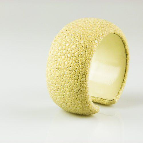 armband roggehuid roggeleder 30 mm breed kleur wit