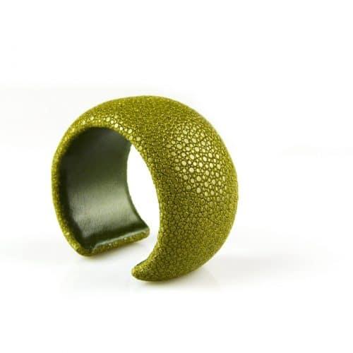 bracelet en cuir de raie galuchat 40 mm large couleur kiwi
