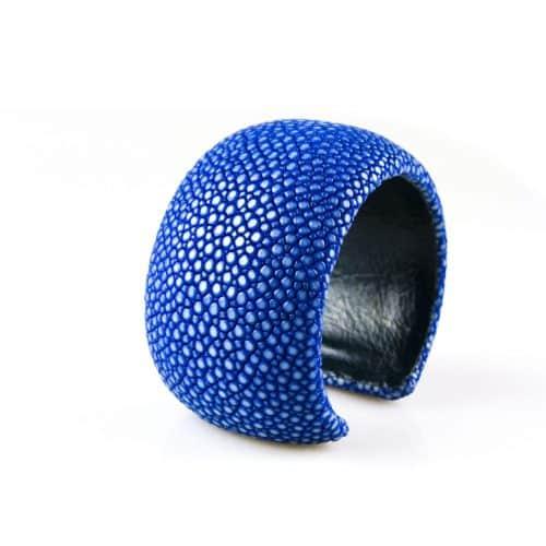 bracelet en cuir de raie galuchat 40 mm large couleur saphir