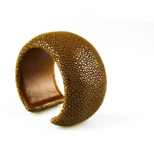 bracelet en cuir de raie galuchat 40 mm large couleur mustard