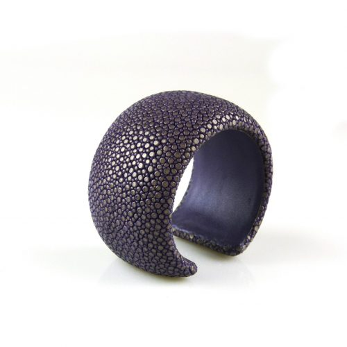 bracelet en cuir de raie galuchat 40 mm large couleur lavender