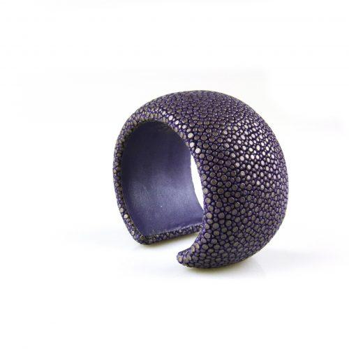 armband roggeleder roggehuid 40 mm breed kleur paars