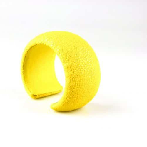 bracelet en cuir de raie galuchat 40 mm large couleur citron