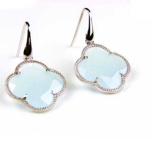 zilveren oorbellen zilveren oorringen lichtblauwe steen klaver bloem