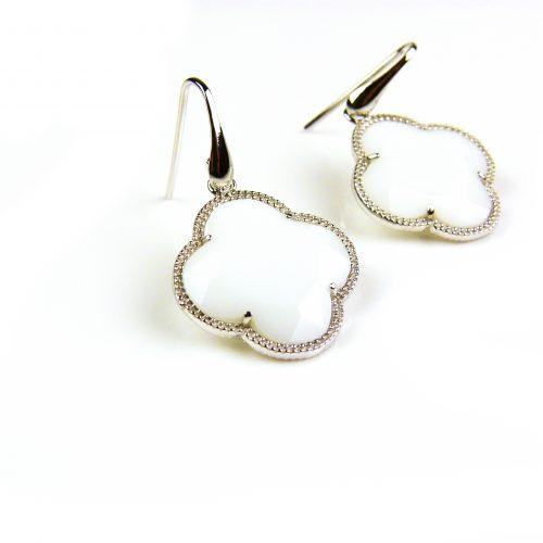 zilveren oorbellen zilveren oorringen witte steen klaver bloem