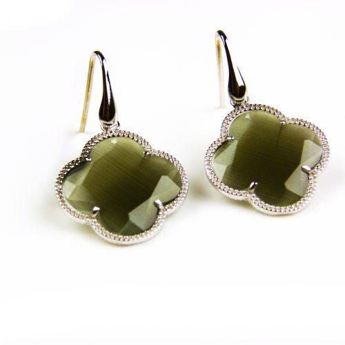 zilveren oorbellen zilveren oorringen donkergrijze steen klaver bloem