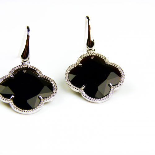 zilveren oorbellen zilveren oorringen zwarte steen bloem klaver