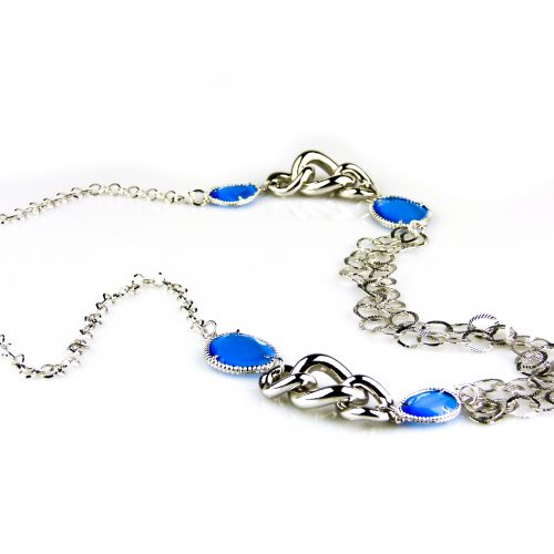 ketting lang zilverkleurig blauwe stenen brons