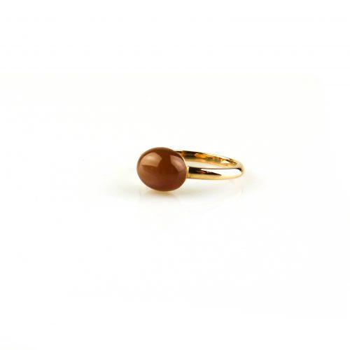 ring in roos goud gezet met bruine maansteen