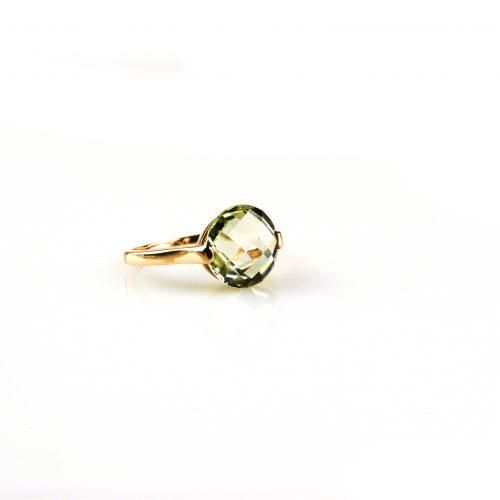 ring in roos goud gezet met groene kwarts