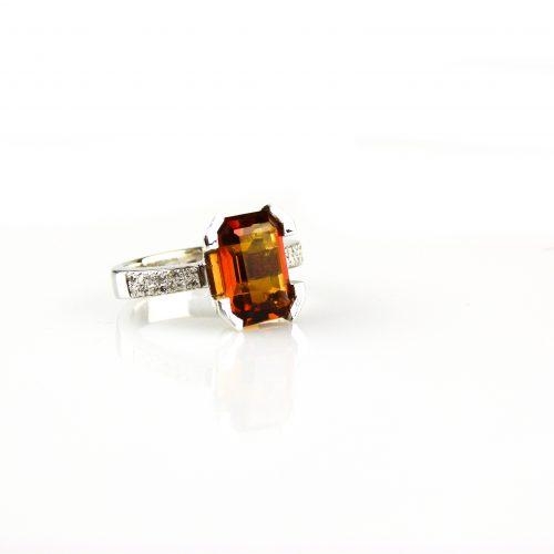 ring in wit goud gezet met diamant en citrien